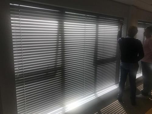 50 mm wewnętrzne żaluzje aluminiowe